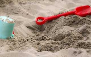 Песочница с крышкой на участке своими руками