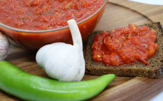 Аджика из томатов и перца — отличная альтернатива магазинным кетчупам